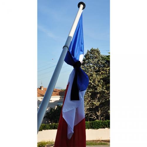 CREPE DE DEUIL NOIR pour drapeau en berne 2