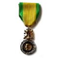 MEDAILLE MILITAIRE METAL DORE